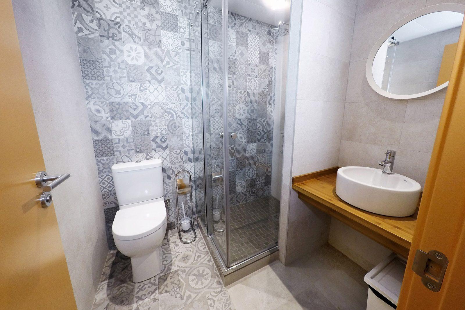 Bathroom in 4 bed mixed dormitory
